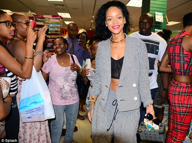 Rihanna meets fans in Barbados over xmas